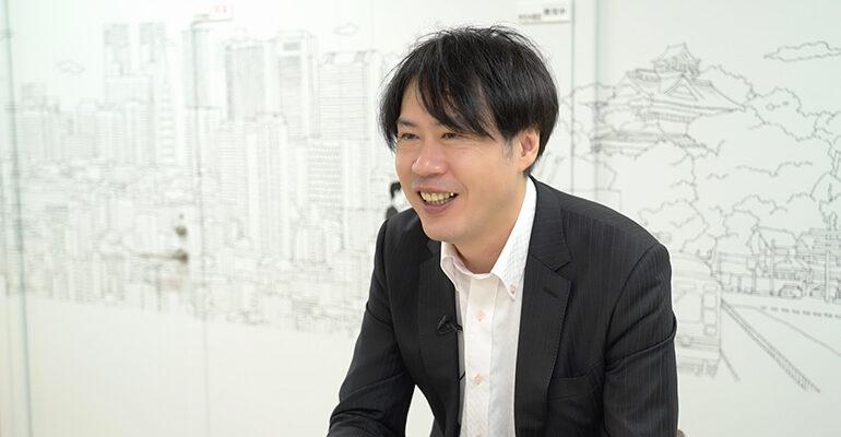 インタビュー中の本田さん
