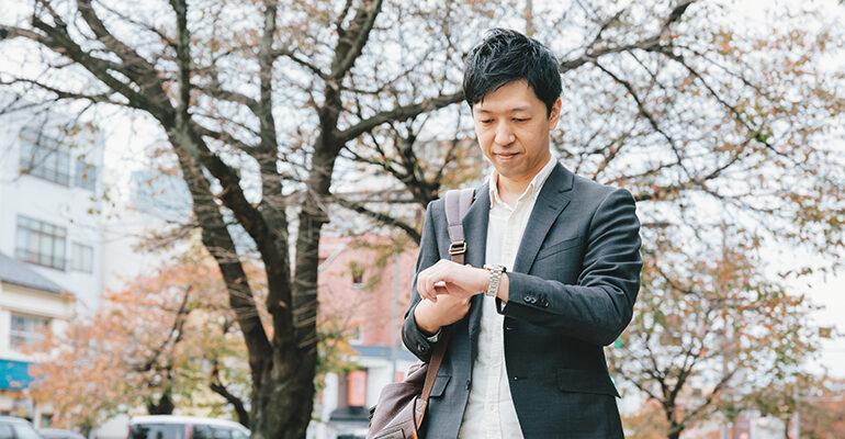 時計を確認する松村さん
